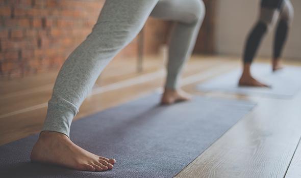 Yoga, cours proposé à la salle de sport Burpees Studio à Tours